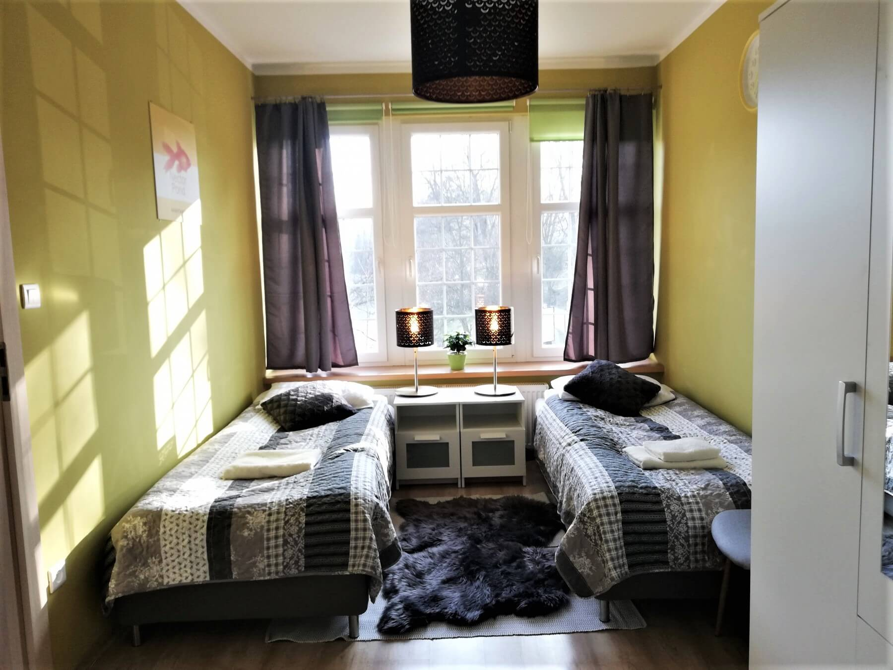 sunny-twin-room